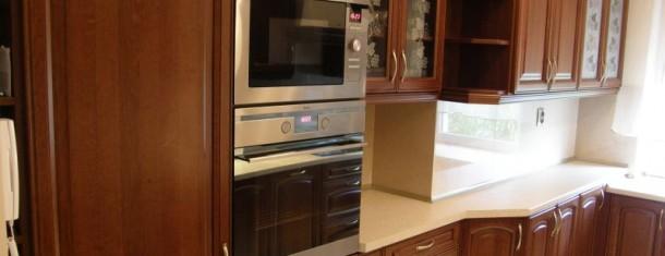 Klasyczne, drewniane meble kuchenne